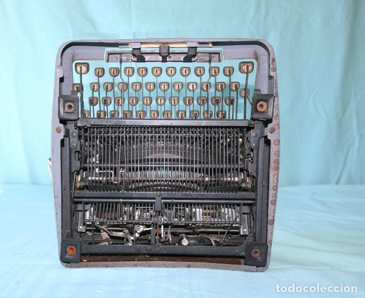 Antigüedades: Maquina de escribir Royal Arrow de 1.953 . Antique typewriter Royal Arrow from 1953. - Foto 11 - 270883233