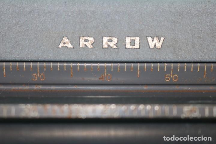 Antigüedades: Maquina de escribir Royal Arrow de 1.953 . Antique typewriter Royal Arrow from 1953. - Foto 17 - 270883233