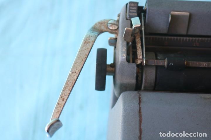 Antigüedades: Maquina de escribir Royal Arrow de 1.953 . Antique typewriter Royal Arrow from 1953. - Foto 19 - 270883233
