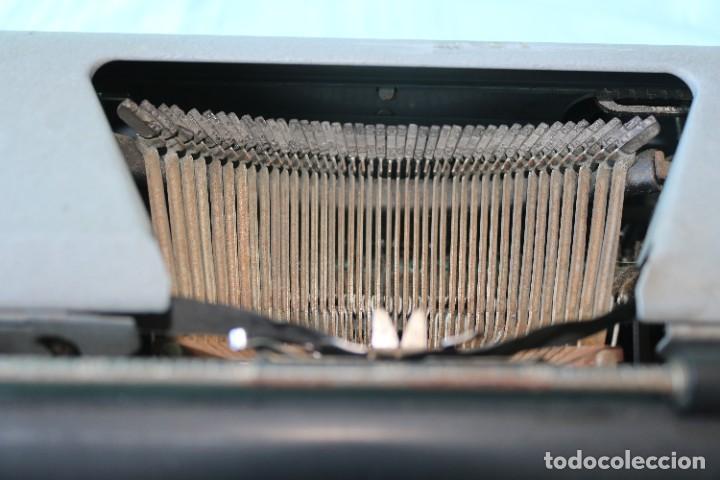 Antigüedades: Maquina de escribir Royal Arrow de 1.953 . Antique typewriter Royal Arrow from 1953. - Foto 21 - 270883233