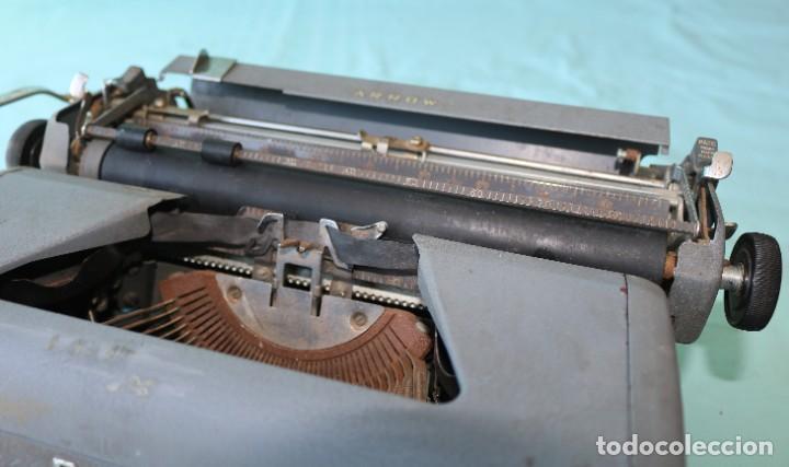 Antigüedades: Maquina de escribir Royal Arrow de 1.953 . Antique typewriter Royal Arrow from 1953. - Foto 23 - 270883233