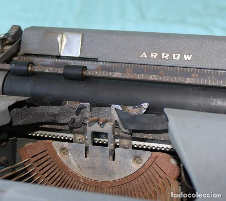 Antigüedades: Maquina de escribir Royal Arrow de 1.953 . Antique typewriter Royal Arrow from 1953. - Foto 24 - 270883233