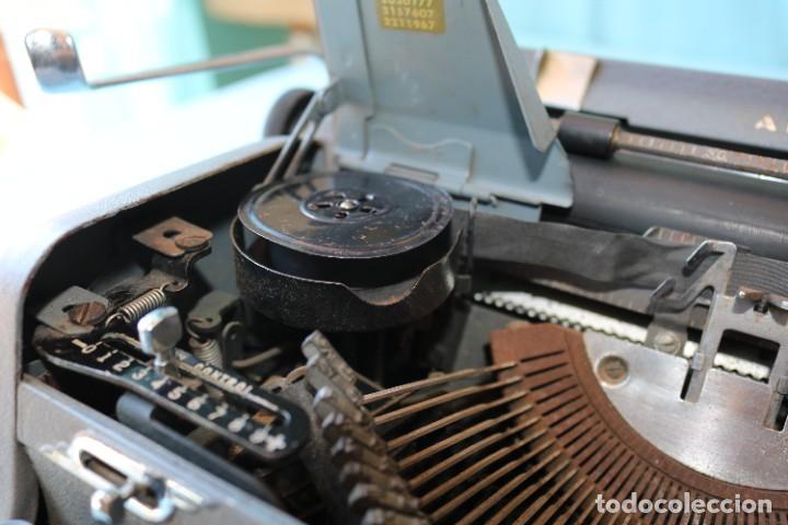 Antigüedades: Maquina de escribir Royal Arrow de 1.953 . Antique typewriter Royal Arrow from 1953. - Foto 29 - 270883233
