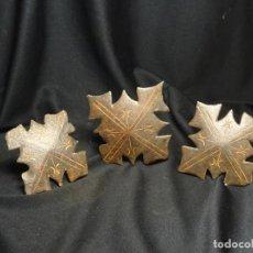 Antigüedades: TRES CLAVOS GRANDES SIGLO XVII, DECORADOS, HIERRO FORJA. Lote 271039643