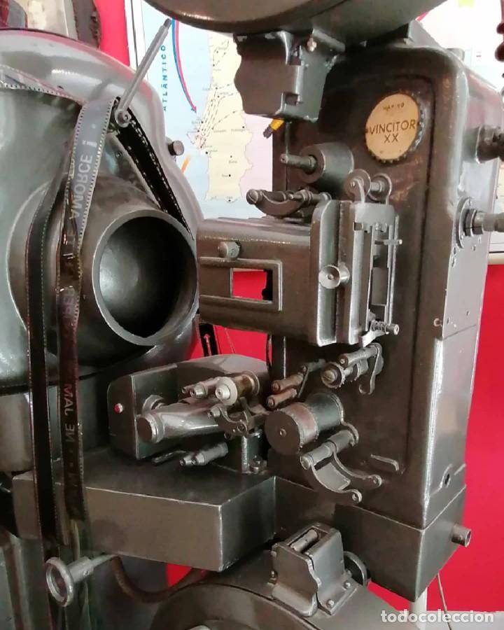 Antigüedades: Proyector de cine 1960s. PROYECTOR OSSA. ViNCITOR XX. Marino. Sin funcionar. - Foto 2 - 271622103