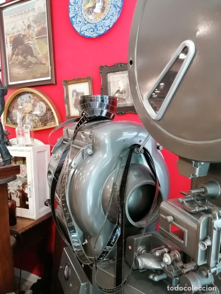 Antigüedades: Proyector de cine 1960s. PROYECTOR OSSA. ViNCITOR XX. Marino. Sin funcionar. - Foto 3 - 271622103