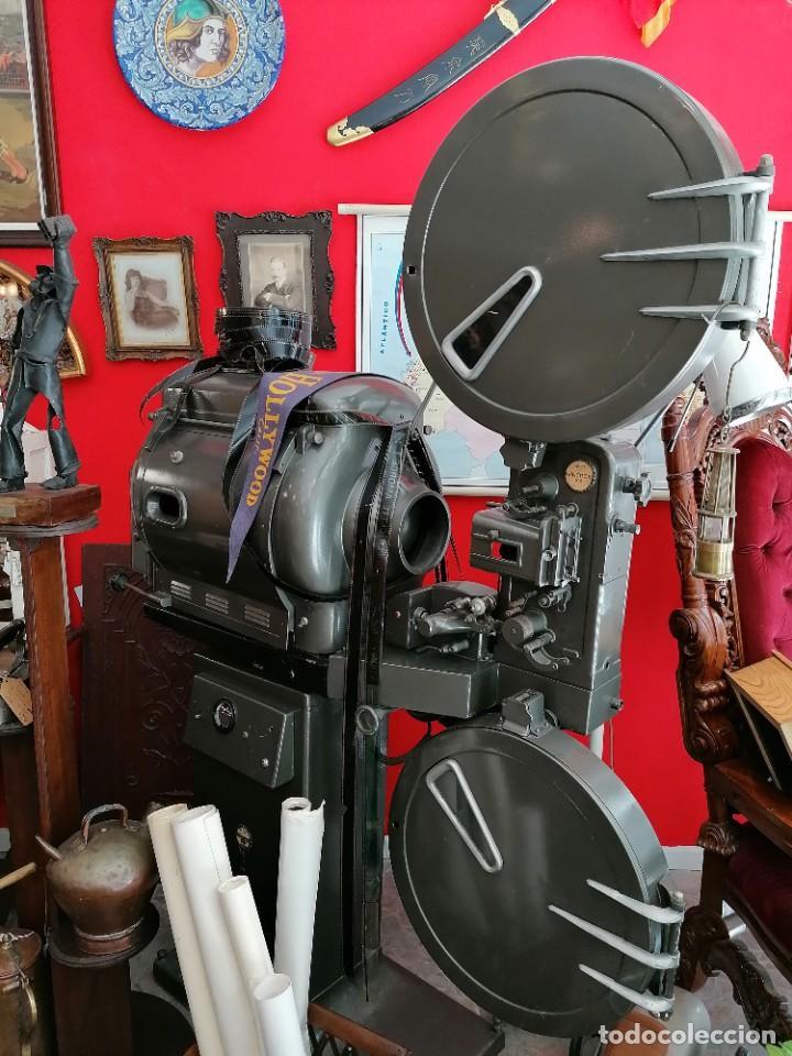 Antigüedades: Proyector de cine 1960s. PROYECTOR OSSA. ViNCITOR XX. Marino. Sin funcionar. - Foto 8 - 271622103