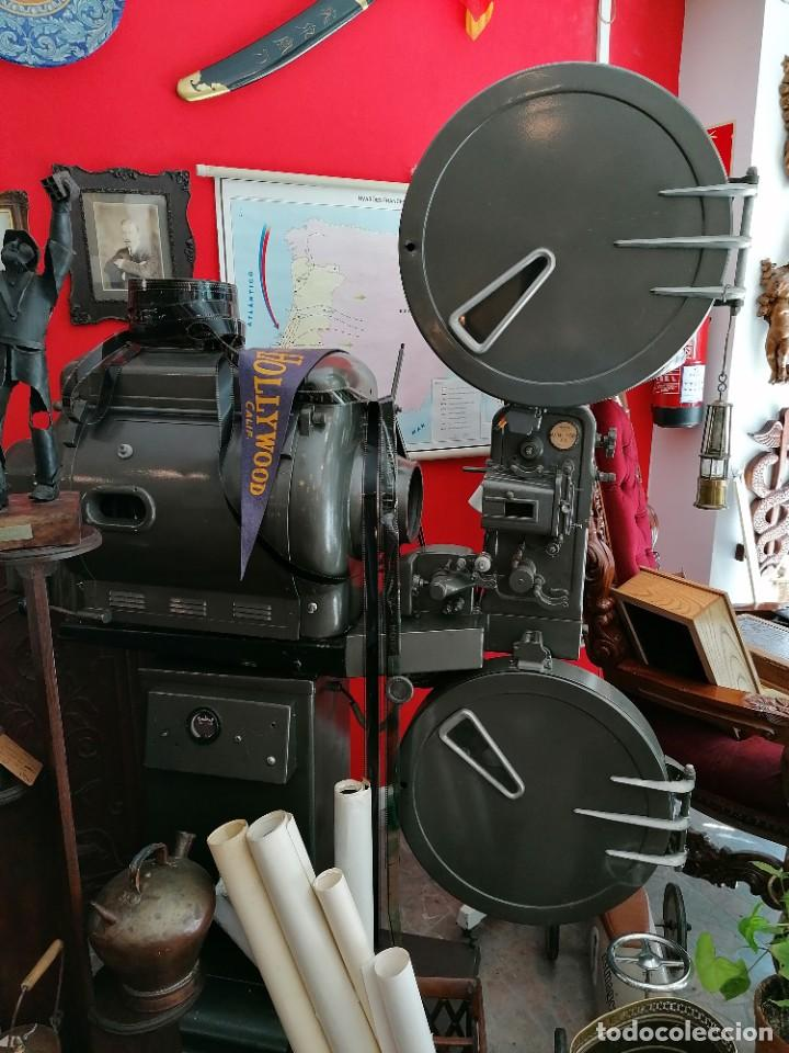Antigüedades: Proyector de cine 1960s. PROYECTOR OSSA. ViNCITOR XX. Marino. Sin funcionar. - Foto 9 - 271622103