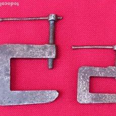 Antigüedades: LOTE 2 GATOS METALICOS PEQUEÑOS DE PRECISION - RELOJERIA - JOYERIA -MARQUETERIA-. Lote 271685083