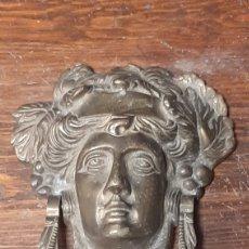 Antigüedades: ALDABA ANILLA LLAMADOR DE PUERTA DE BRONCE MEDUSA. Lote 271820293