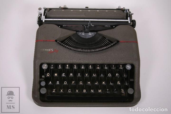 Antigüedades: Maquina de escribir Paillard Hermes Baby - Metal Maletín Portátil - Medidas 29 x 27,5 cm - Foto 2 - 272197418
