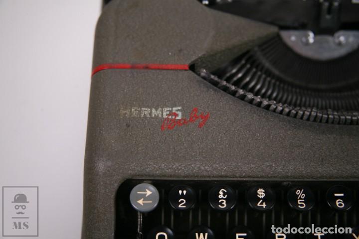 Antigüedades: Maquina de escribir Paillard Hermes Baby - Metal Maletín Portátil - Medidas 29 x 27,5 cm - Foto 3 - 272197418