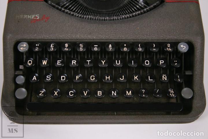 Antigüedades: Maquina de escribir Paillard Hermes Baby - Metal Maletín Portátil - Medidas 29 x 27,5 cm - Foto 5 - 272197418