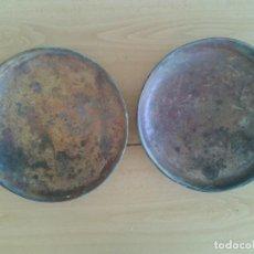 Antigüedades: PLATOS ANTIGUOS DE BALANZA DE LATON 28,5 CM. Lote 272390948