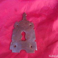 Antiquités: BONITO BOCALLAVE TERMINADO EN CRUZ,SIGLO XVIII,HIERRO,FORJA. Lote 272979563