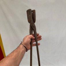 Antiquités: ANTIGUAS Y GRANDES TENAZAS DE FORJA!HERRERO!. Lote 273370783