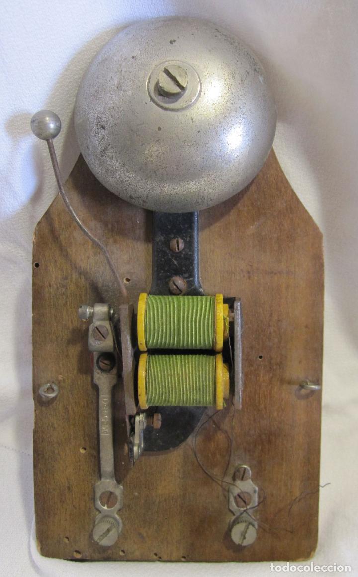 ANTIGUO TIMBRE ELÉCTRICO DE BOBINA . MARCA D.R.G.M.. 18,5 X 10 X 4,5 CM. CAMPANA (Antigüedades - Técnicas - Herramientas Profesionales - Electricidad)