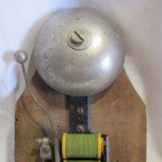 Antigüedades: ANTIGUO TIMBRE ELÉCTRICO DE BOBINA . MARCA D.R.G.M.. 18,5 X 10 X 4,5 CM. CAMPANA. Lote 273419543