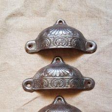 Antigüedades: MAGNÍFICO ANTIGUO JUEGO DE TIRADORES DE CONCHA. Lote 273424233