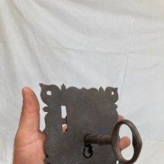Antiquités: ANTIGUA CERRADURA DE FORJA CON SU LLAVE!. Lote 273607813