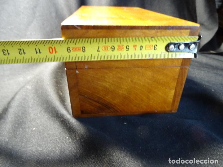 Antigüedades: Pequeño microscopio de campo en su caja, años 1900 - Foto 19 - 273938363