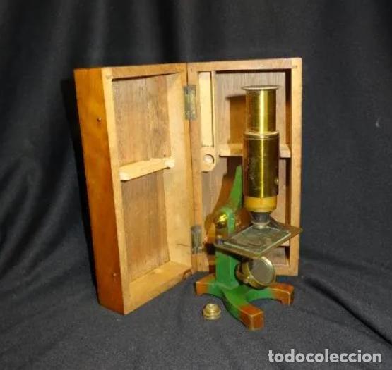 PEQUEÑO MICROSCOPIO DE CAMPO EN SU CAJA, AÑOS 1900 (Antigüedades - Técnicas - Instrumentos Ópticos - Microscopios Antiguos)