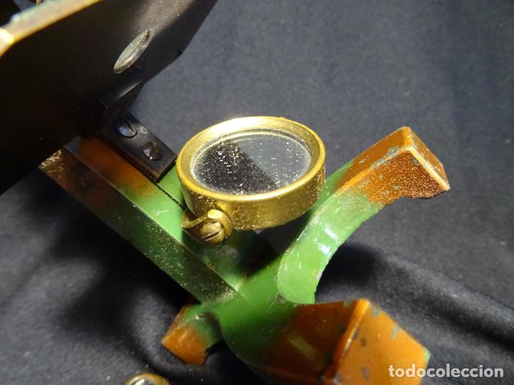 Antigüedades: Pequeño microscopio de campo en su caja, años 1900 - Foto 4 - 273938363