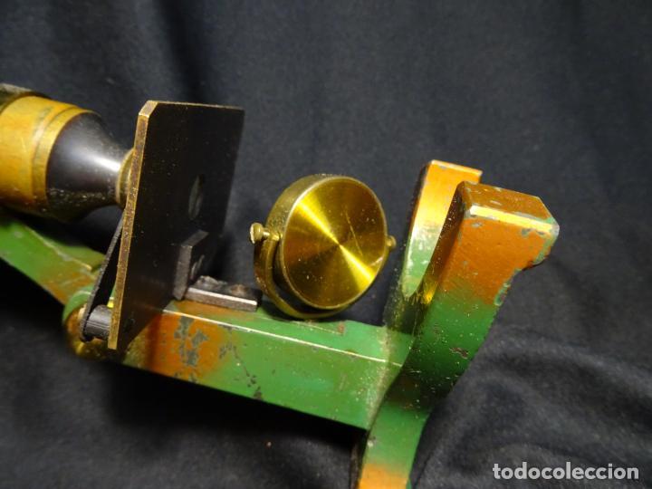 Antigüedades: Pequeño microscopio de campo en su caja, años 1900 - Foto 7 - 273938363