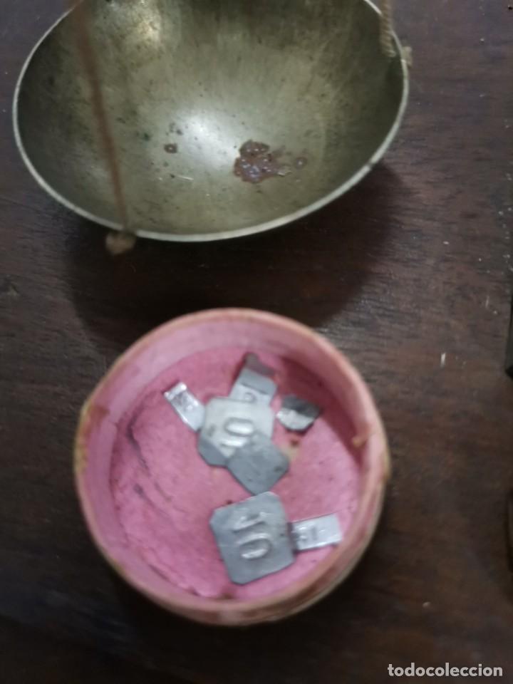 Antigüedades: BALANZA DE METAL CON PESOS Y URNA DE CRISTAL. PRINCIPIOS S.XX. - Foto 13 - 274365268