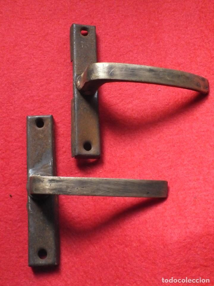 MANILLA TIRADOR POMO DE HIERRO Y BRONCE PARA VENTANA LOTE DE DOS (Antigüedades - Técnicas - Cerrajería y Forja - Tiradores Antiguos)