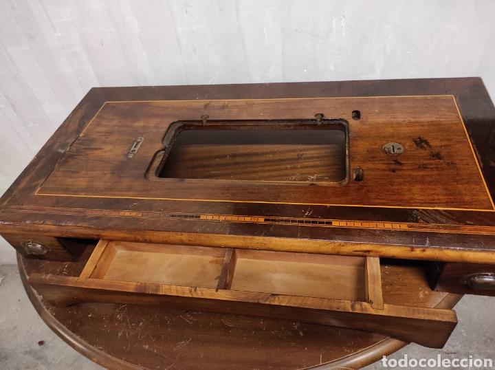 SOBRE MÁQUINA DE COSER CON CAJONES KÖHLER (Antigüedades - Técnicas - Máquinas de Coser Antiguas - Otras)