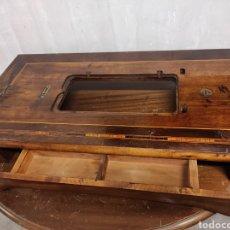 Antigüedades: SOBRE MÁQUINA DE COSER CON CAJONES KÖHLER. Lote 274430308