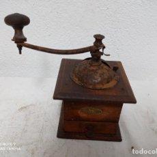 Oggetti Antichi: MOLINILLO DE CAFE MUY ANTIGUO DE MADERA PEGEOT!. Lote 274683813