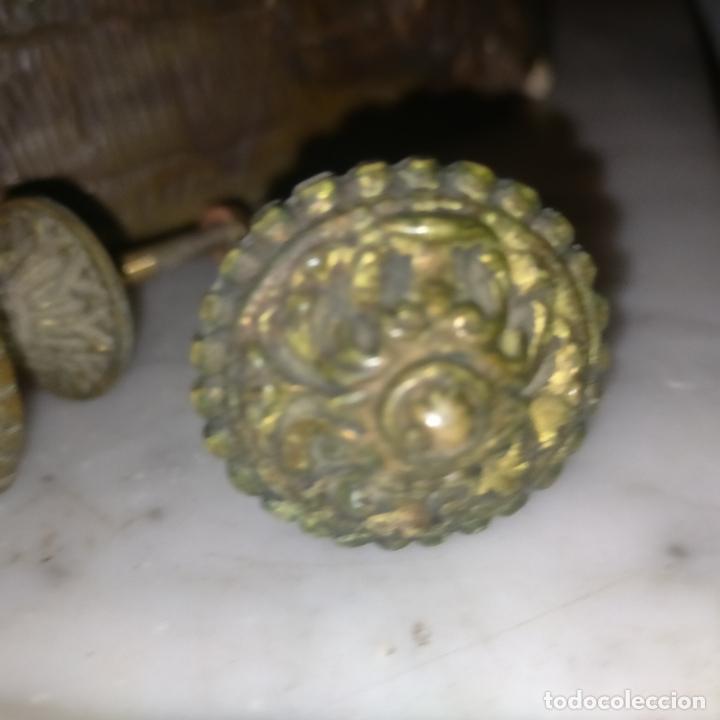 Antigüedades: PAREJA NUMERO 3 - ANTIGUOS POMOS TIRADORES TERMINALES APLIQUES METAL BRONCE - Foto 2 - 274911013