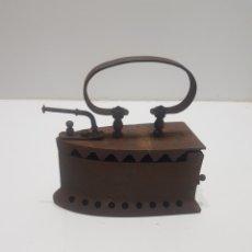Antigüedades: ANTIGUA PLANCHA DE CARBON. Lote 275062318