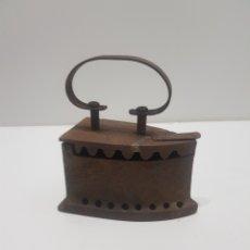 Antigüedades: ANTIGUA PLANCHA DE CARBON. Lote 275062933