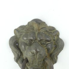 Antiquités: ANTIGUO LLAMADOR DE PUERTA DE METAL FORMA CABEZA LEON. Lote 275078028