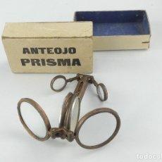 Antigüedades: ANTEOJO PRISMA RARO BINOCULAR PLEGABLE CON BRUJULA, LUPA Y VARIAS FUNCIONES - EN SU CAJA ORIGINAL. Lote 275102138