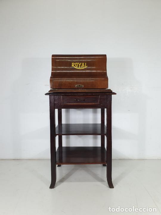 Antigüedades: Maquina de Escribir - Marca Royal - con Tapa de Madera y Mesa - Principios S. XX - Foto 3 - 275182868