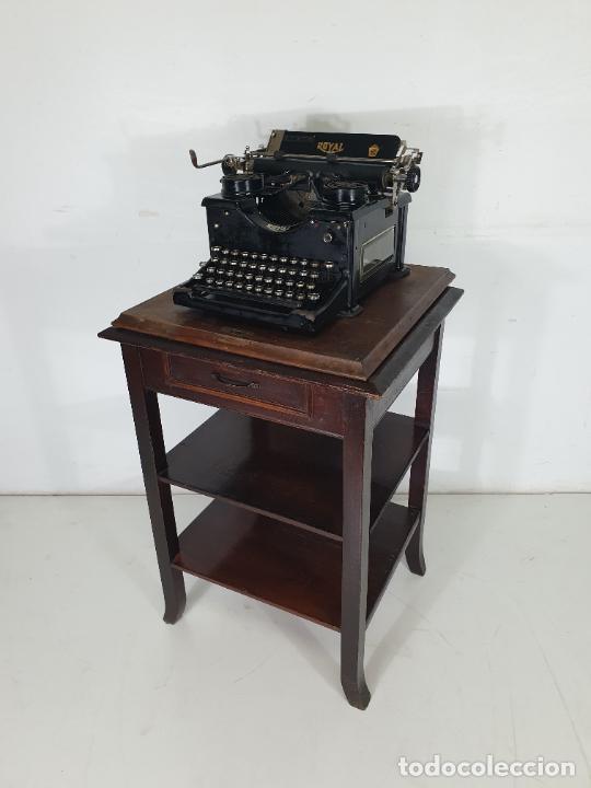 Antigüedades: Maquina de Escribir - Marca Royal - con Tapa de Madera y Mesa - Principios S. XX - Foto 11 - 275182868