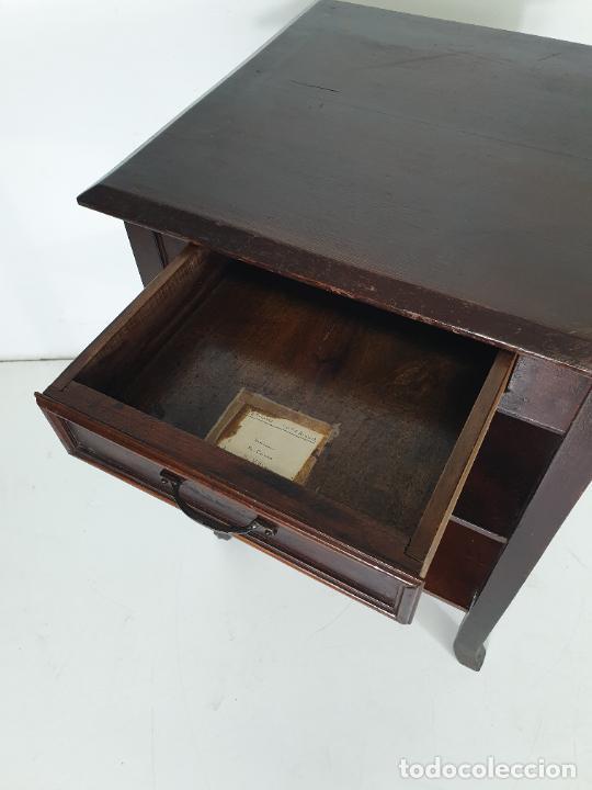 Antigüedades: Maquina de Escribir - Marca Royal - con Tapa de Madera y Mesa - Principios S. XX - Foto 17 - 275182868