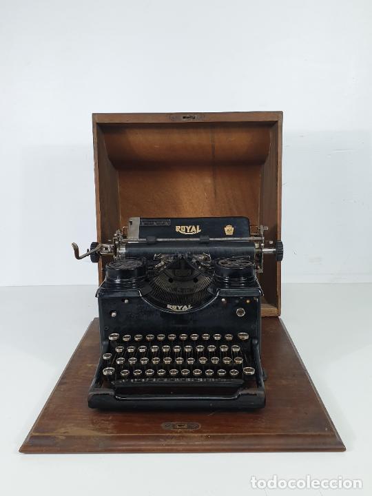 Antigüedades: Maquina de Escribir - Marca Royal - con Tapa de Madera y Mesa - Principios S. XX - Foto 20 - 275182868
