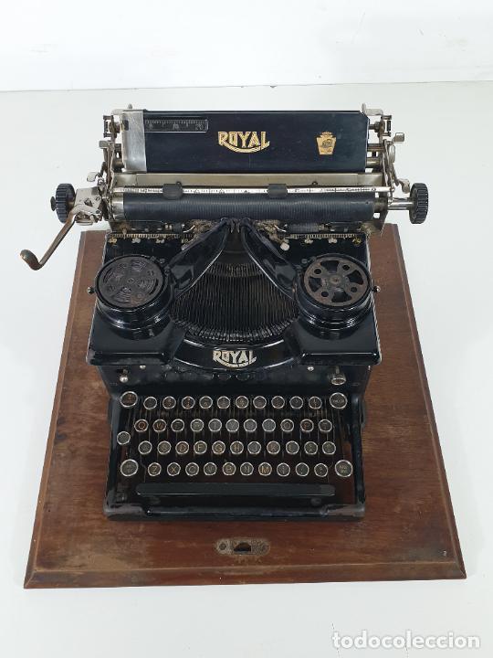 Antigüedades: Maquina de Escribir - Marca Royal - con Tapa de Madera y Mesa - Principios S. XX - Foto 21 - 275182868