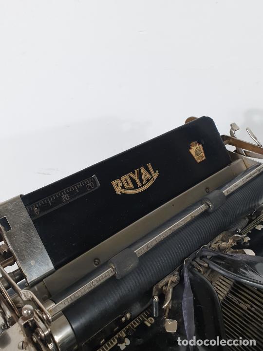 Antigüedades: Maquina de Escribir - Marca Royal - con Tapa de Madera y Mesa - Principios S. XX - Foto 23 - 275182868