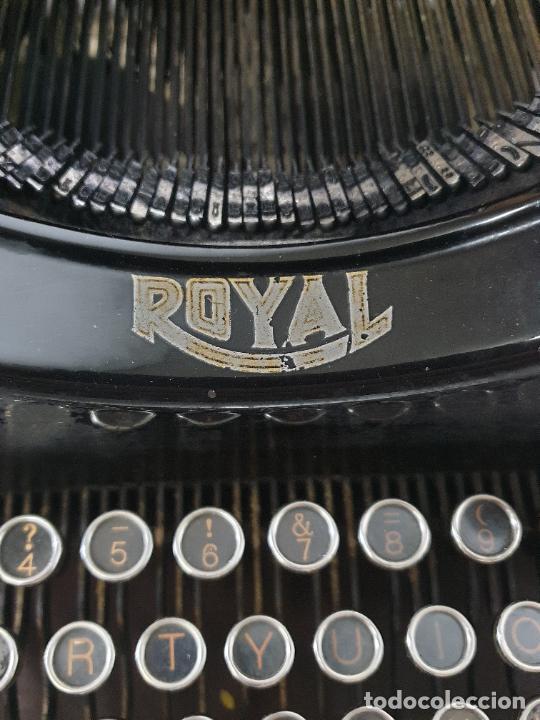 Antigüedades: Maquina de Escribir - Marca Royal - con Tapa de Madera y Mesa - Principios S. XX - Foto 24 - 275182868