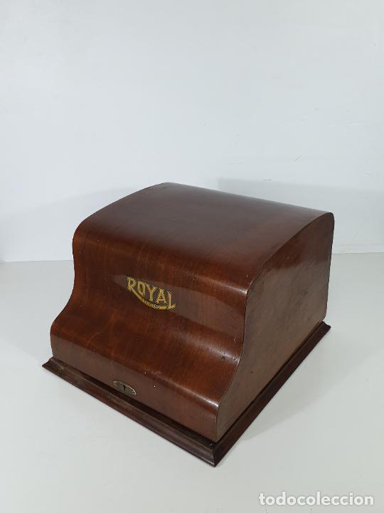 Antigüedades: Maquina de Escribir - Marca Royal - con Tapa de Madera y Mesa - Principios S. XX - Foto 27 - 275182868
