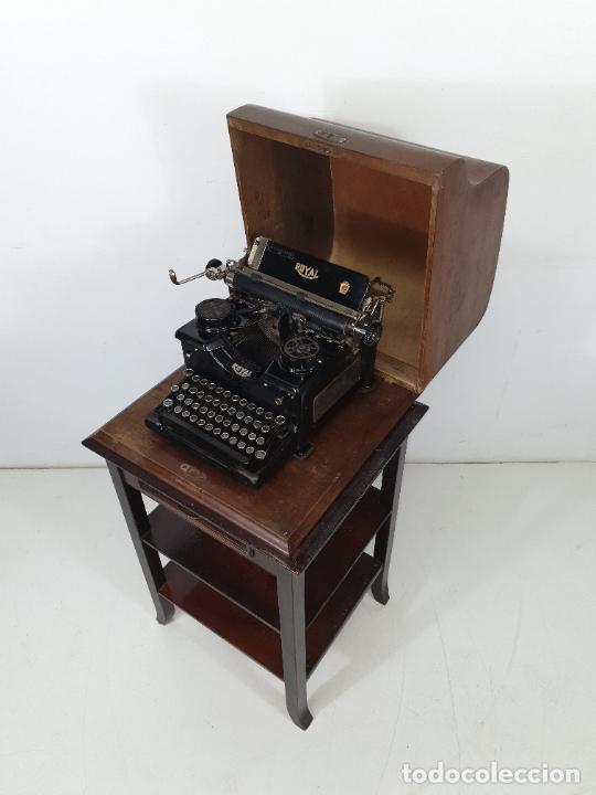 Antigüedades: Maquina de Escribir - Marca Royal - con Tapa de Madera y Mesa - Principios S. XX - Foto 29 - 275182868