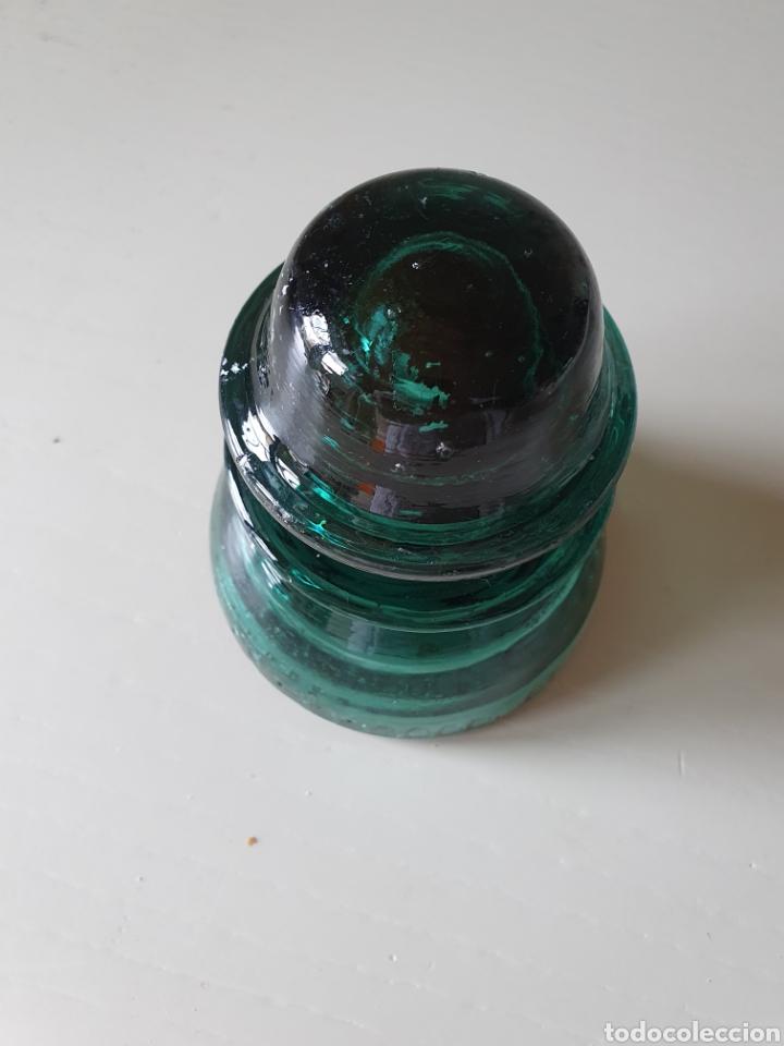 Antigüedades: Antigua y rara jicara de cristal o aislador eléctrico con soporte de madera - Foto 8 - 275240803