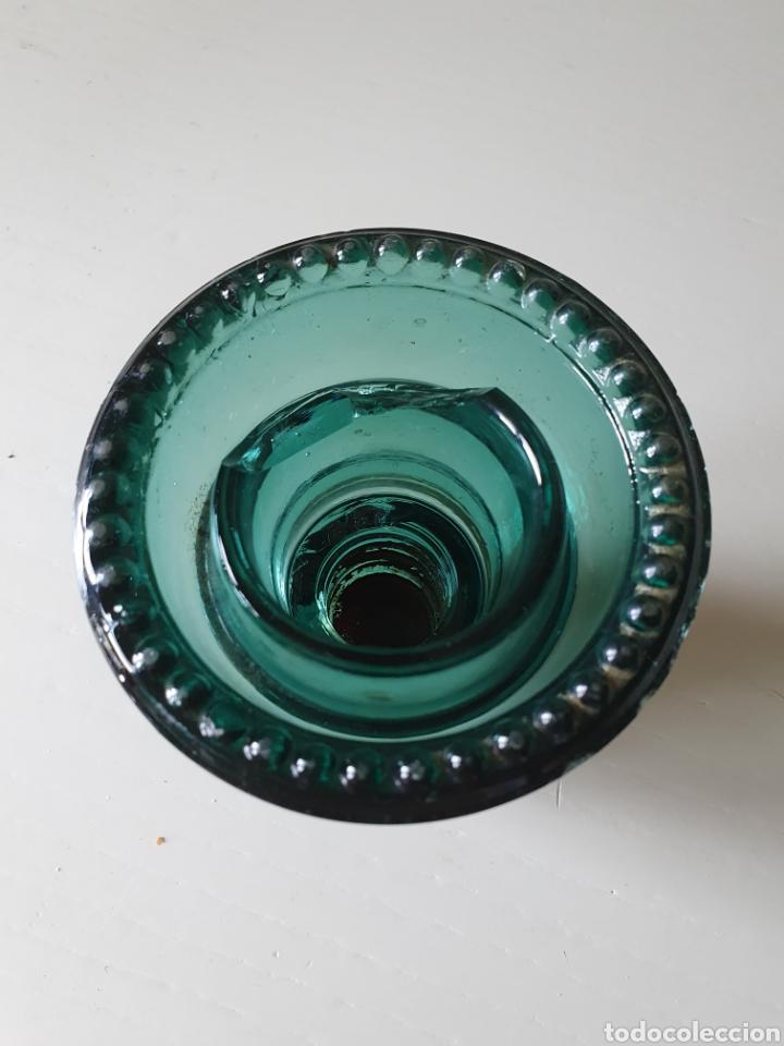Antigüedades: Antigua y rara jicara de cristal o aislador eléctrico con soporte de madera - Foto 9 - 275240803
