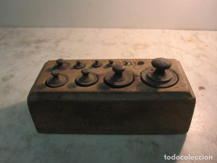 Antigüedades: TACO DE PESAS DE 1/2 KG. EL CUAL LE FALTAN 3 PEQUEÑAS - Foto 2 - 275255208